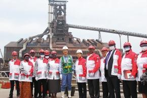 ウガンダ共和国大統領、新日鉄住金君津を視察