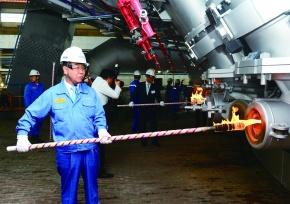 韓POSCO、世界最大高炉に火入れ