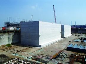 三井造船、釜石港の復旧加速へ 防波堤用大型ケーソン出渠