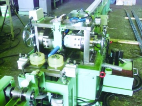 増田鉄工所、磨棒鋼製造用 横型矯正機の販売強化