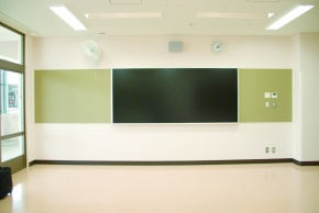 JFE鋼板、公立学校初の全面採用 「JEEビューボード」