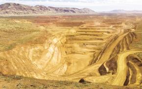 三井物産 鉄鉱石権益、2020年7000万トンに拡大
