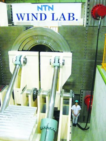 NTN、風力発電装置用 超大型主軸受の試験設備初公開