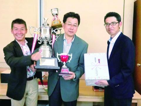 『第34回オール関東特殊鋼ゴルフ』 石井氏(アマダ)が2連覇 ベスグロとダブル受賞