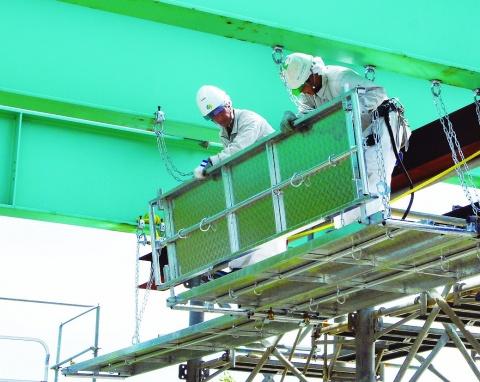 日鉄住金建材、組立簡便な新製品 システム式吊り棚足場