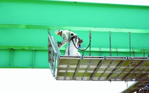 ホリー、隙間・段差ない作業床 吊り棚足場に新製品