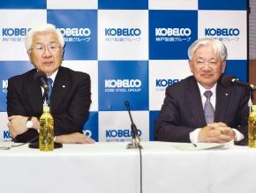 神戸製鋼所の社長交代の記者会見左が佐藤社長・右が川崎専務1302C