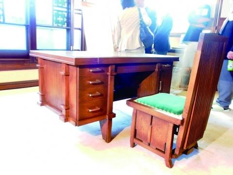ヨドコウ迎賓館、机・椅子など展示品披露