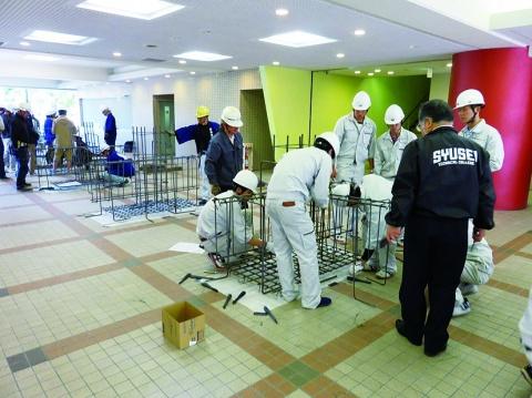 関西鉄筋協組、建設専門学校で出前講座を開催