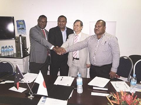 鉱山環境対策PNGと調印 JICAが技術協力事業