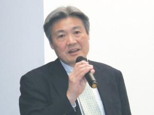 あいさつする松木教彰チタン・特殊ステンレス事業部長C