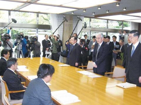 新日鉄住金 進藤社長、愛知県知事に名古屋事故対策を報告