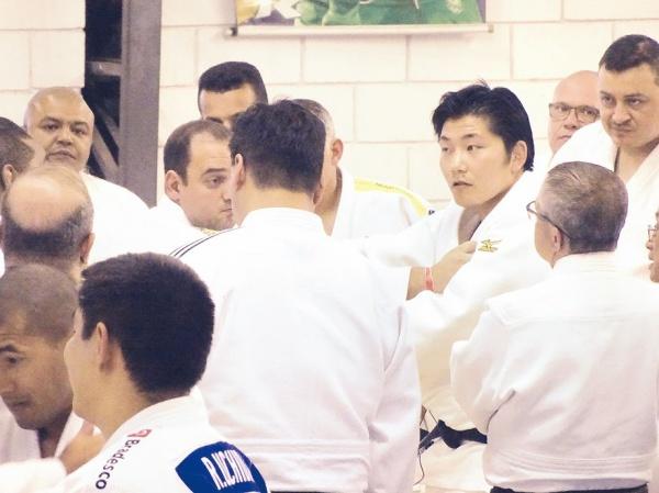 西山将士さん(新日鉄住金)、ブラジルで柔道指導