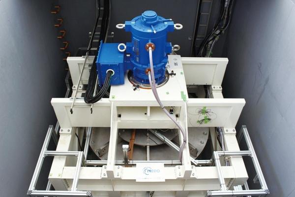 超電導フライホイール蓄電 電力平滑化の有効性確認 実証試験終了