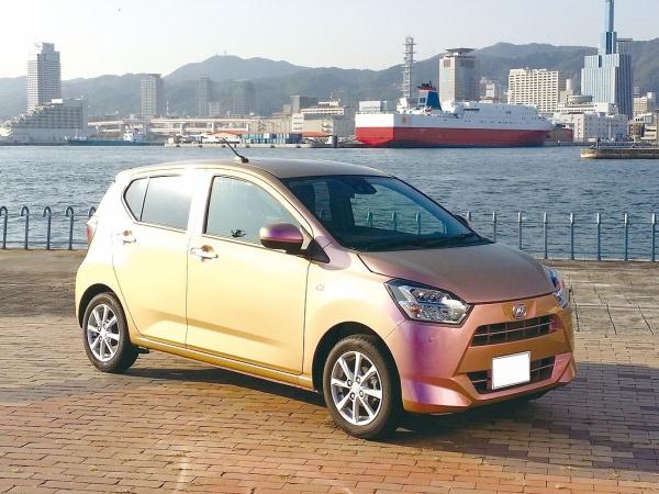 東洋アルミ、干渉色顔料「クロマシャイン」 塗装車2台、神戸を走る