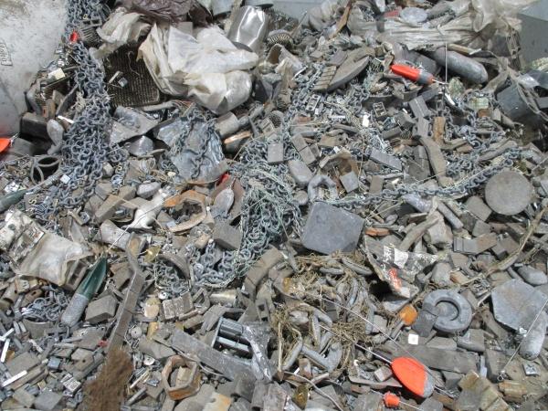 雑鉛、中国禁輸で国内滞留
