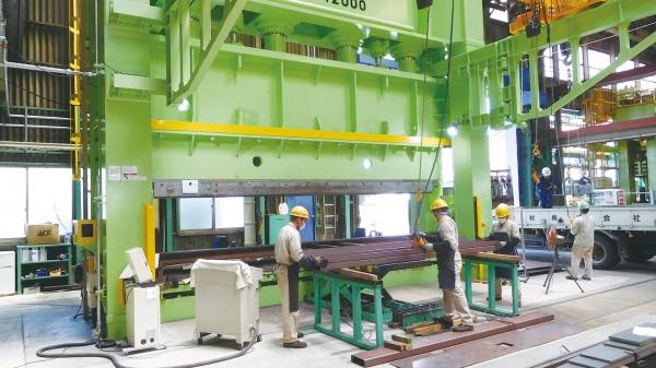 松田商工 第2工場 1200トンベンダー本稼働 曲げ専用ヤードへ