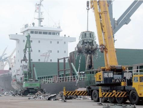 中部地区、新断1万トン共同輸出 大手リサイクラー4社、需給緩和に対応