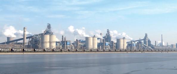 中国、鉄鋼投資額、春に急増