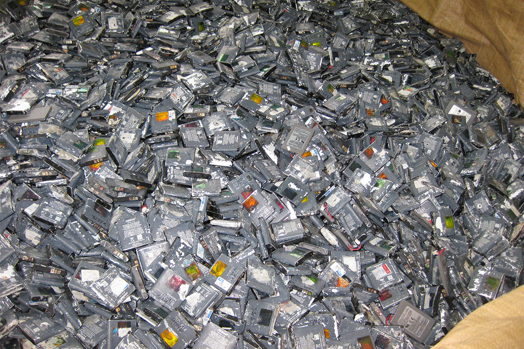 「未来へ 見出す活路 LiBリサイクル」 原料ほぼ全量輸入 安定調達に不安 採算確保へ大量集荷重要
