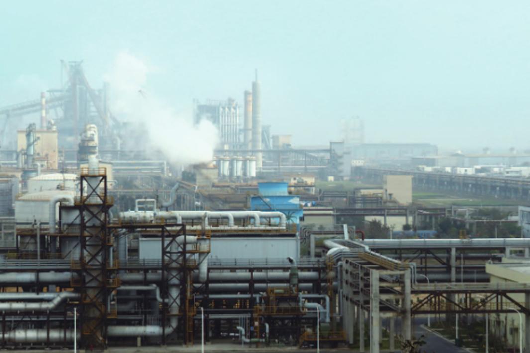 世界の鉄鋼潮流 新たな競争局面へ 中国 規模拡大、海外展開を加速 日・欧米 脱炭素化で先行狙う