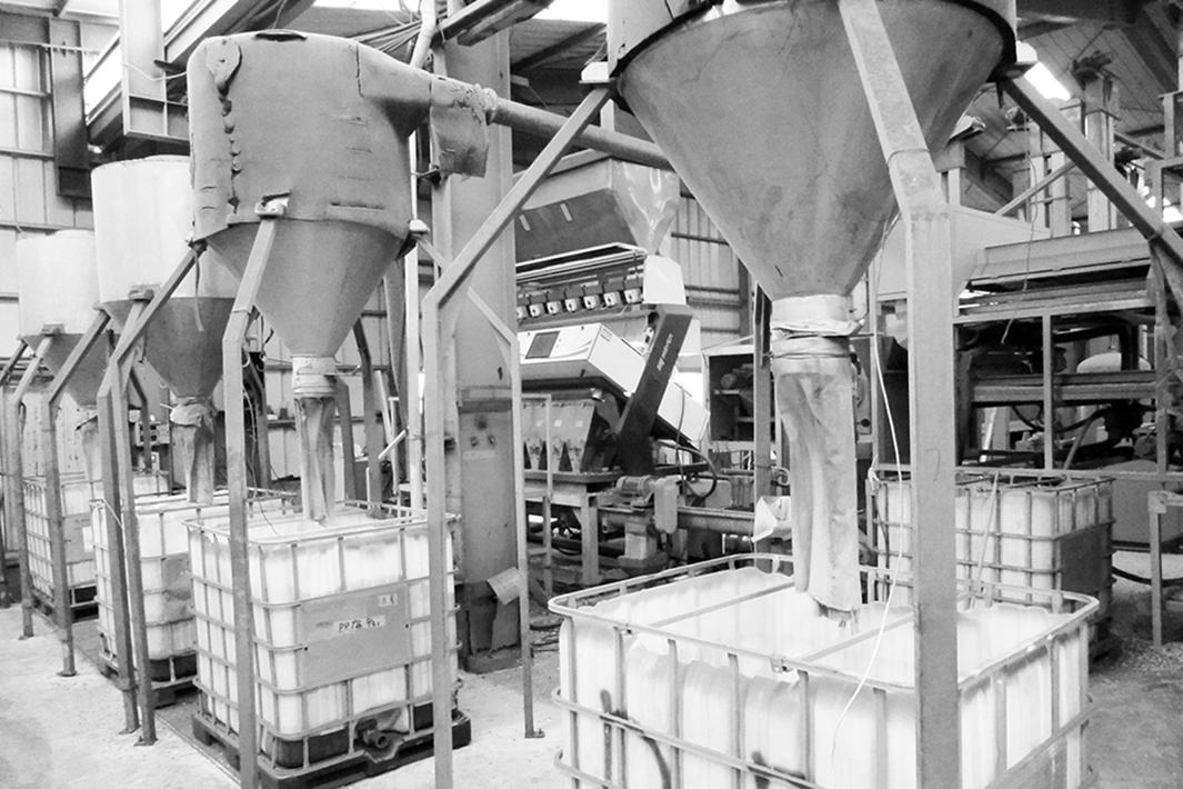「工場ルポ 日豊化学・稲敷工場 廃プラ選別技術で世界トップクラス」純度98%以上の再生ペレット