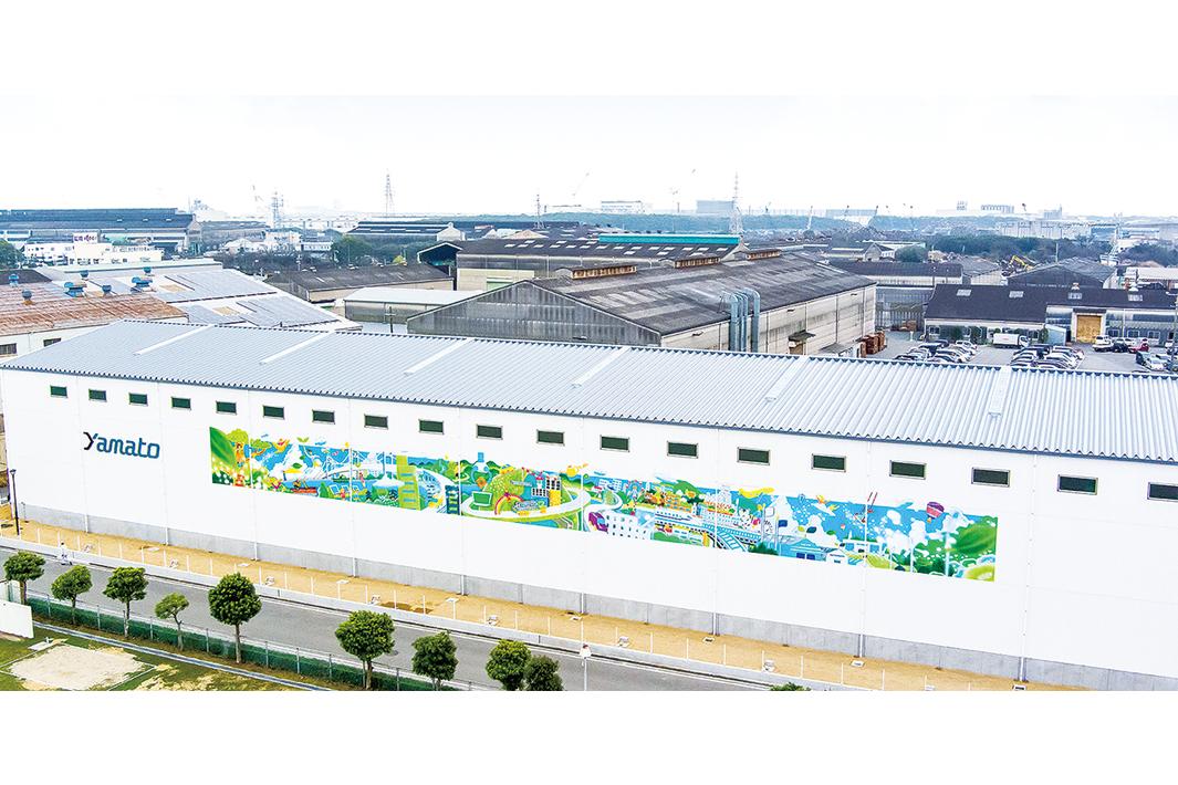 大和工業 新倉庫に巨大ウオールアート 循環型経済への取り組みのシンボル