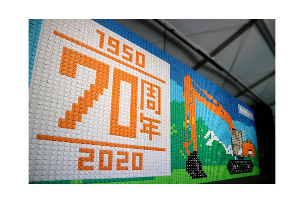 日立建機日本 70周年記念アートがギネス世界記録認定 折り紙の油圧ショベル5304個使用