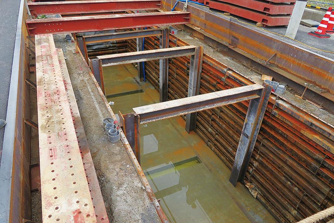 JFE建材 補強リング不要の矩形立杭 支保工タイプ初施工