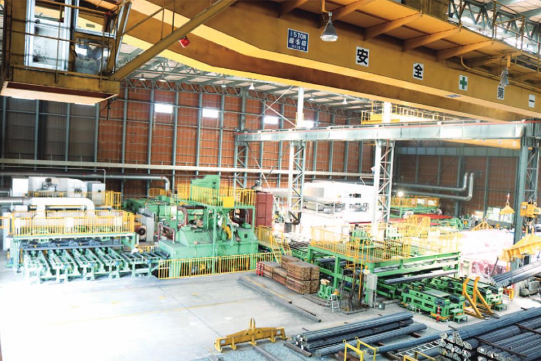 共英製鋼山口 カラー自動塗装、順調稼働 環境配慮品など月産2000トン